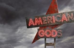 Gli ingredienti della serie TV American Gods creano un insieme di eccessi tale da chiedere allo spettatore un atto di fede per essere accettata