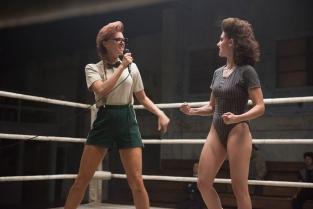 Glow è la serie TV di Netflix dove le donne fanno wrestling per trovare riscatto e affermazione. Cornice anni '80 e puntate da 30 minuti: puro entusiasmo