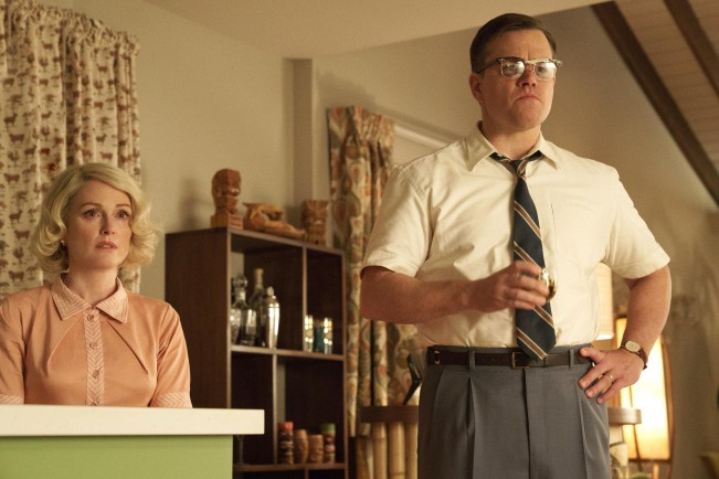 Suburbicon (2017), film di George Clooney. Julianne Moore e Matt Damon in una scena del film