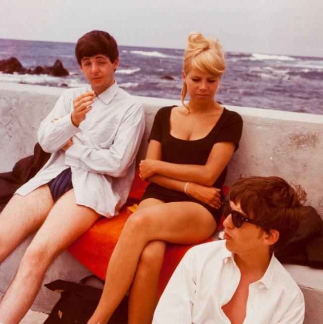 Paul McCartney, Astrid Kirchherr e George Harrison a Tenerife, 1963