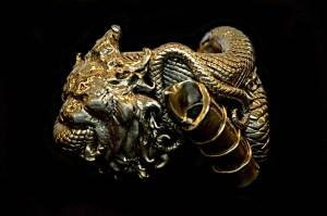 Gianfranco Ferré, mostra Sotto un'altra luce Gioielli e Ornamenti Bracciale leone AI 92-93