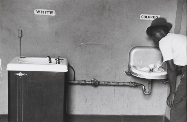 Elliott Erwitt, Segregated water fountains. North Carolina, 1950