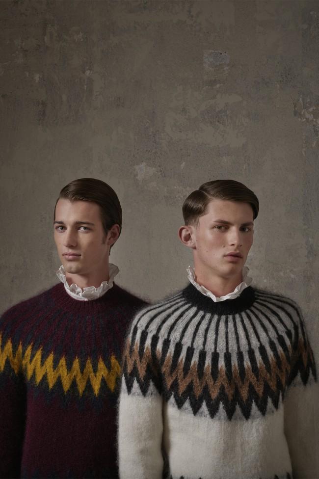 Collezione Erdem X H&M. Jumper da uomo a chevron. Foto di Michal Pudelka