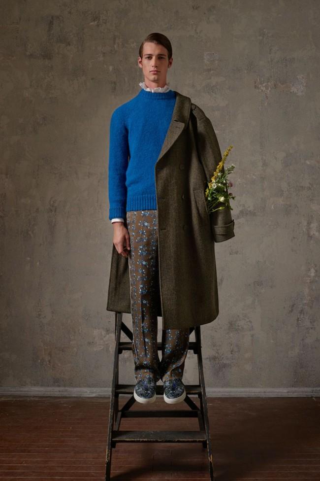 Collezione Erdem X H&M. Maglione da uomo floreale. Foto di Michal Pudelka