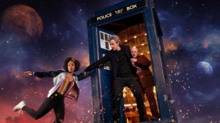 Doctor Who, serie TV. Peter Capaldi e Mackie Bill. TARDIS