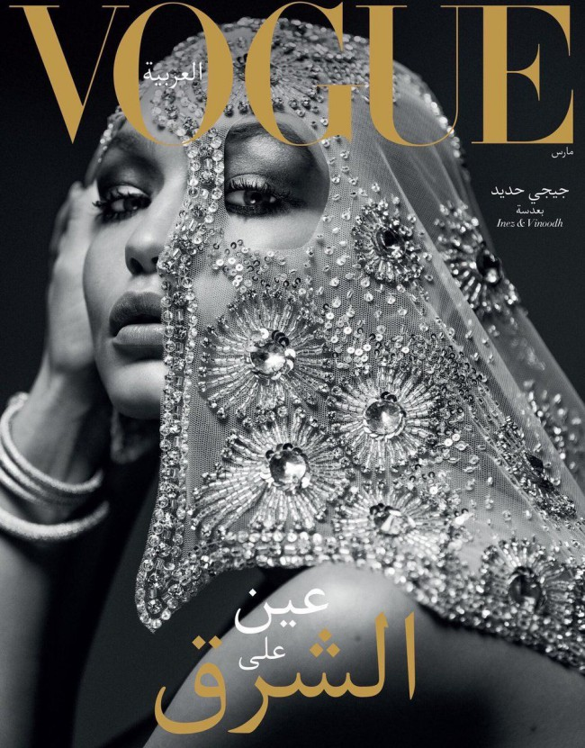 Gigi Hadid sulla copertina di Vogue Arabia con l'hijab, foto in bianco e nero