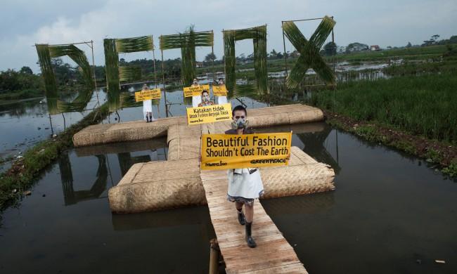 Greenpeace Detox Catwalk in Bandung