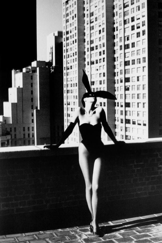 Bunny Costume. Fotografia Helmut Newton di Elsa Peretti