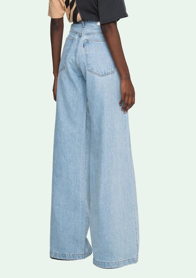 Jeans a gamba larghissima corto alla caviglia e a vita alta. Jeans Levis realizzati in collaborazione con Off-White