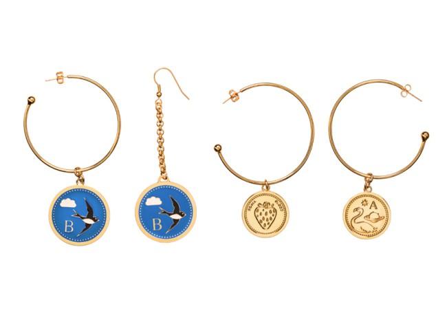 PEECH, orecchini con medaglie. PEECH è un brand di gioielli Made in Italy, ideato e disegnato da Amedeo Piccione. I suoi gioielli hanno dettagli unici e un design elegante.