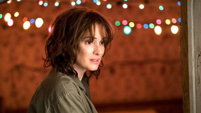 Stranger Things, serie TV di Netflix. Lights scene. Winona Ryder in una scena del film. Netflix e Amazon inseguono l'Academy Oscar