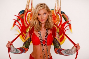 "Victoria's Secret 2017 fashion show ""Nomadic Adventure"". Elsa Hosk in Swarovski"