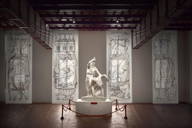 """Gruppo scultoreo del Galata suicida e pannelli""""Follia pratica"""" di Fornasetti, Museo Nazionale Romano-Palazzo Altemps"""