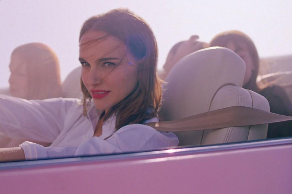 Con una meravigliosa Natalie Portman come protagonista, la nuova fragranza floreale Miss Dior aiuta il #wemovement. E tu, cosa faresti per amore?