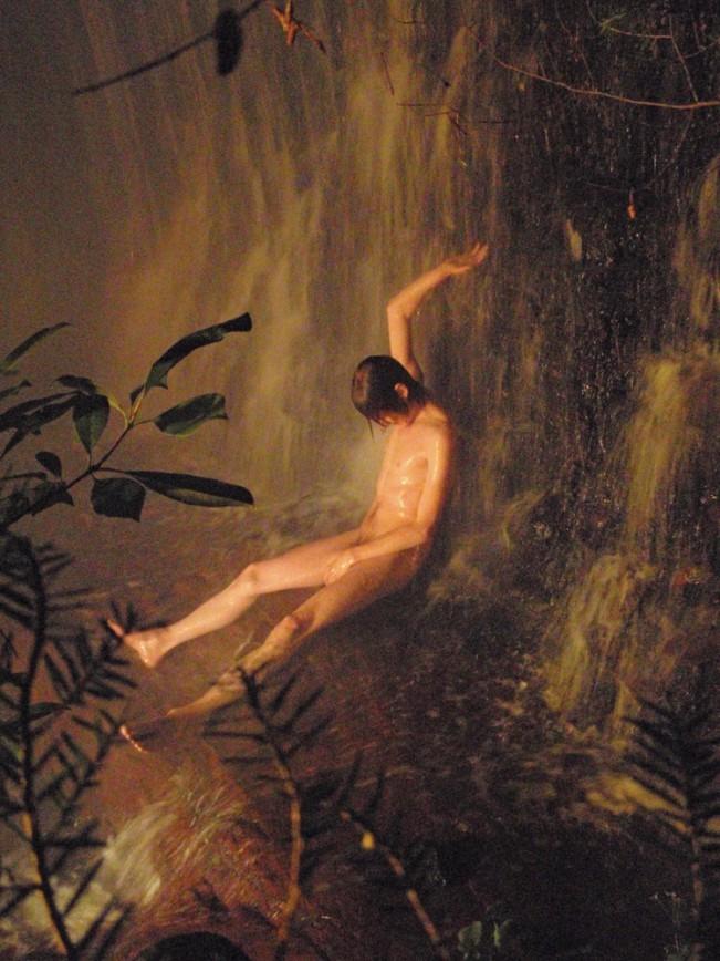 Ryan McGinley, Jonas Waterfall, 2008. Nel lavoro del fotografo americano Ryan McGinley troviamo tutto. Sentimenti e pulsioni che talvolta tendiamo a nascondere, ritratti in modo perfetto.