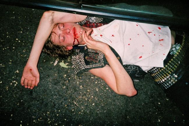 """Ryan McGinley, Jake Bloody Brain, 2003. """"The Kids Were Alright"""" serie. Nel lavoro del fotografo americano Ryan McGinley troviamo tutto. Sentimenti e pulsioni che talvolta tendiamo a nascondere, ritratti in modo perfetto."""