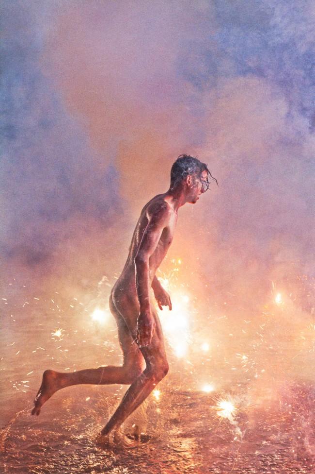 """Ryan McGinley, William (Cotton Candy), 2013. """"Way Far"""" serie. Nel lavoro del fotografo americano Ryan McGinley troviamo tutto. Sentimenti e pulsioni che talvolta tendiamo a nascondere, ritratti in modo perfetto."""