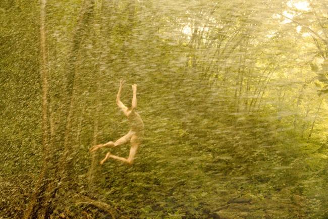 """Ryan McGinley, Alex (Hurricane), 2010. """"Whistle for the Wind"""" serie. Nel lavoro del fotografo americano Ryan McGinley troviamo tutto. Sentimenti e pulsioni che talvolta tendiamo a nascondere, ritratti in modo perfetto."""