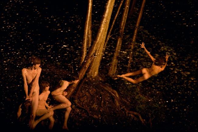 """Ryan McGinley, Brandee (Midnight Flight), 2011. """"Whistle for the Wind"""" serie. Nel lavoro del fotografo americano Ryan McGinley troviamo tutto. Sentimenti e pulsioni che talvolta tendiamo a nascondere, ritratti in modo perfetto."""