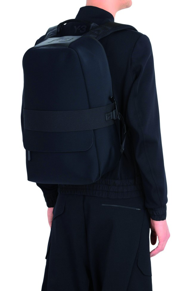 Zaino Qasa nero di Y-3 by Yohji Yamamoto, impermeabile. Linea di accessori per la stagione AW 17. Regali di Natale