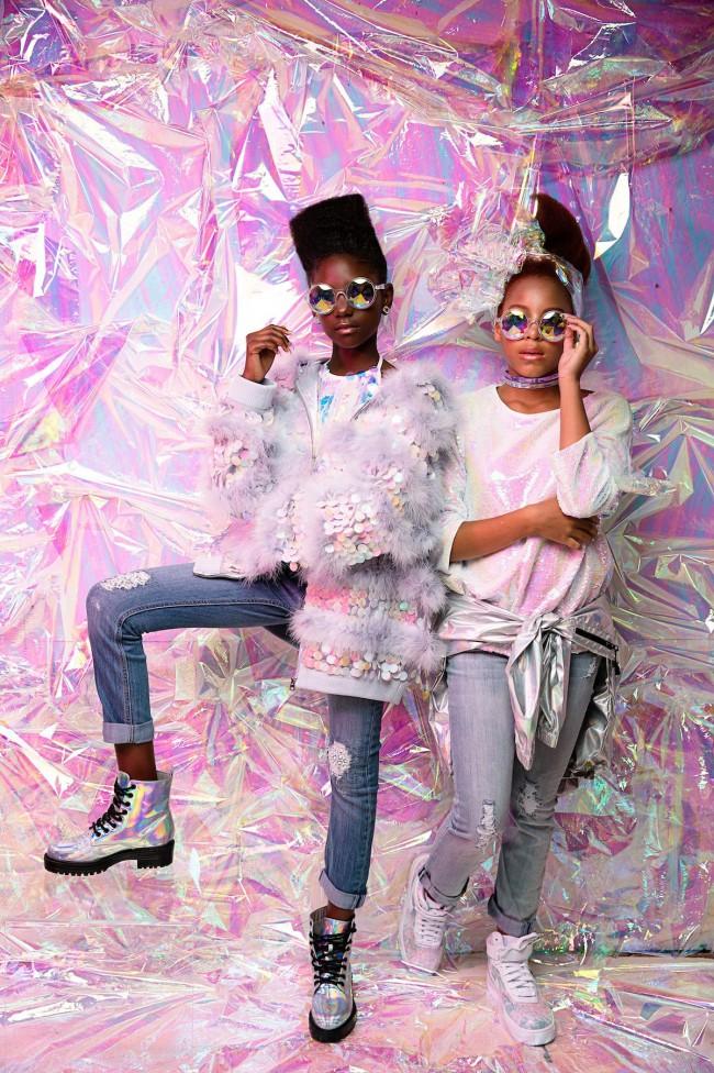 AfroArt è l'ambizioso progetto di una coppia americana di fotografi, Regis e Kahran, che ha voluto celebrare la bellezza delle ragazze afro attraverso i loro capelli ricci, spesso esclusi dai canoni di bellezza