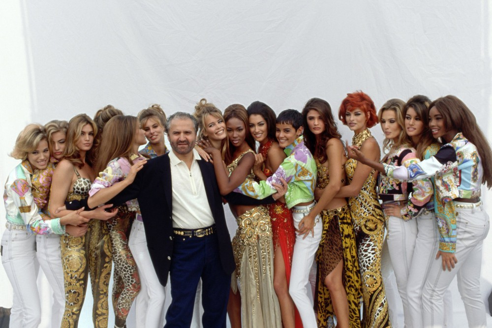 Gianni Versace e le supermodels anni '90 Cindy Crawford, Claudia Schiffer, Naomi Campbell, Linda Evangelista