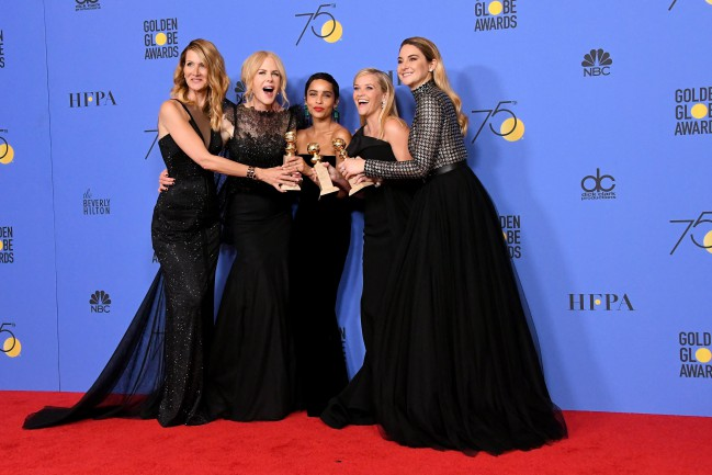 Golden Globe 2018. Big Little Lies premiata come Miglior miniserie TV. Laura Dern, Nikole Kidman, Zoë Kravitz, Reese Witherspoom e Shailene Woodley