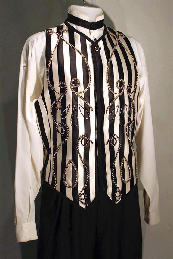 Completo di Versace indossato da Sting durante il matrimonio con Trudie Styler