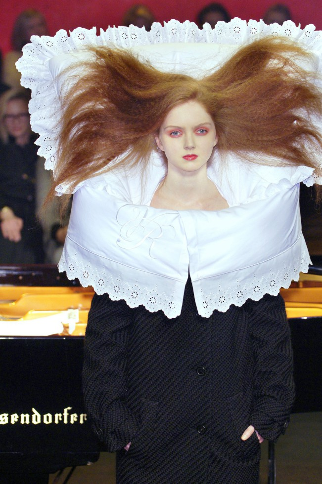 Viktor & Rolf Fall 2005 Ready-To-Wear, Bedtime Story, Lily Cole