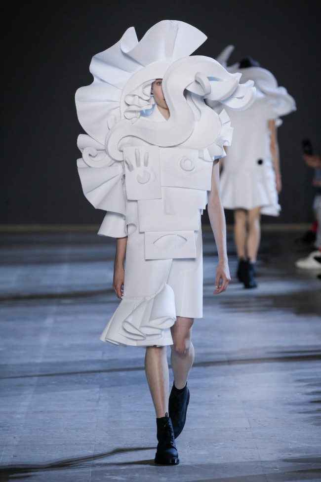 Viktor & Rolf Haute Couture Spring Summer 2016, Performance of Scultures
