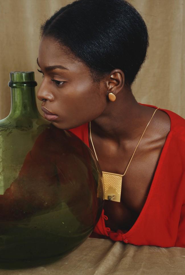 YOSTER by Hila Amar - Sculptural Jewelry. Collana con griglia metallica combinata con pietra di granito