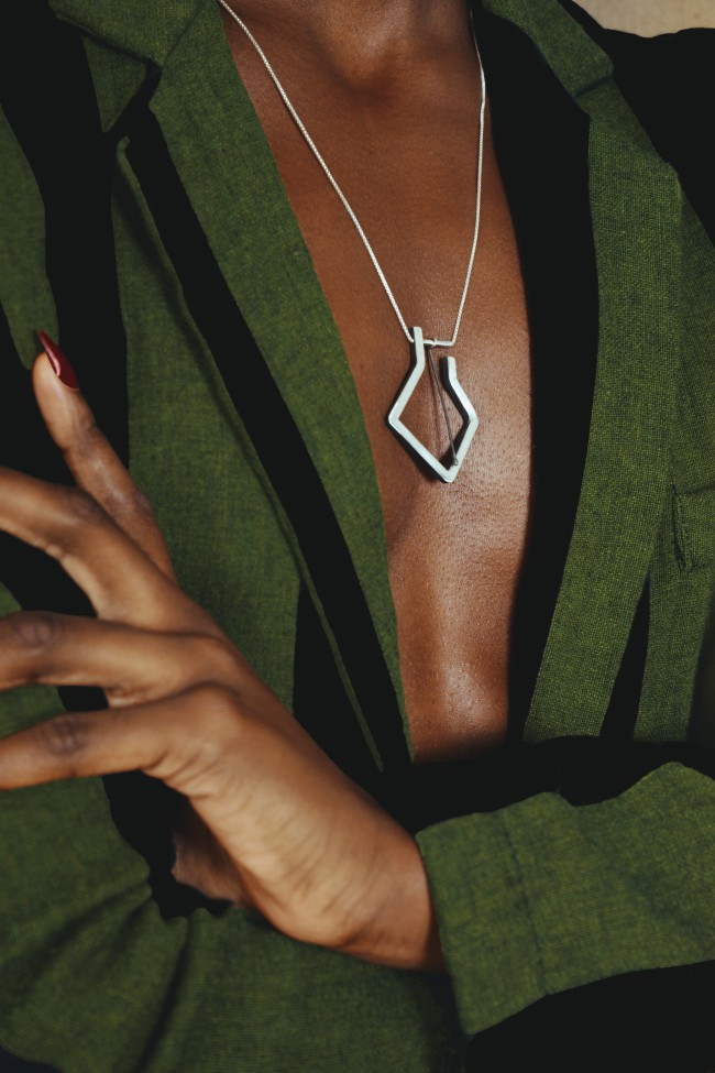 YOSTER by Hila Amar - Sculptural Jewelry. Collana linee minimali in argento ossidato