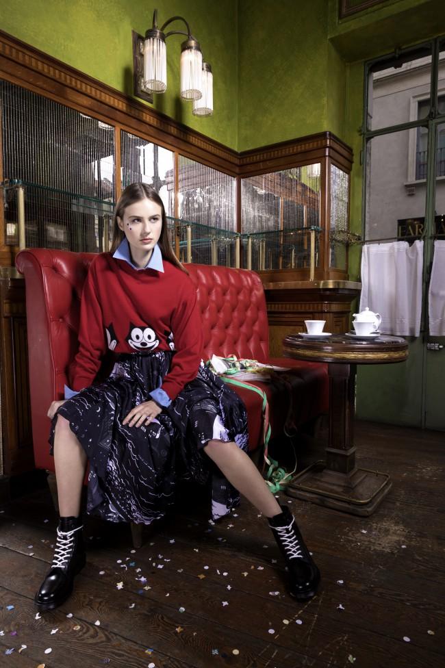 """Alessandro Enriquez collezione donna Autunno Inverno 18-19 """"10X10 Anitaliantheory"""" durante la Milano fashion week presso EL Tombon De San Marc. Moda e carnevale italiano"""