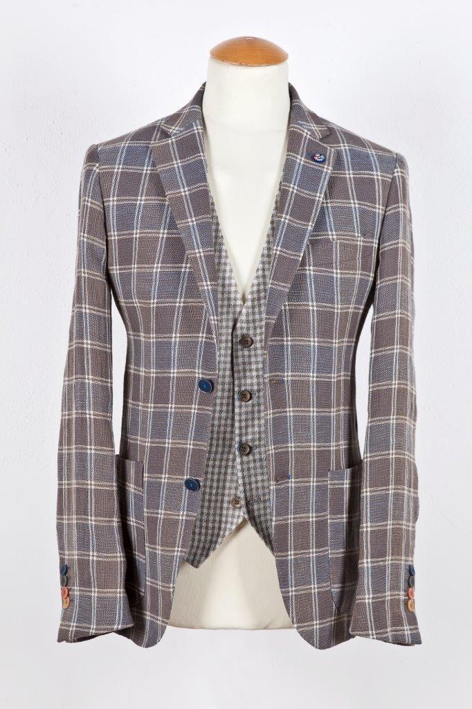 Alessandro Gilles, collezione Primavera Estate 2018. Completo in lino e cotone a quadri (giacca e gilet)