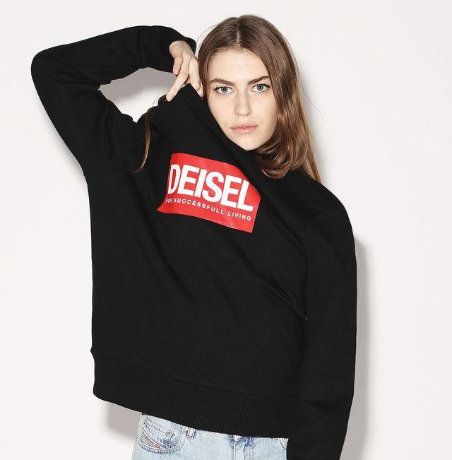 """Diesel, felpa nera capsule collection con logo """"Deisel"""". Vediamo il caso DEISEL a Canal Street, New York e altri celebri falsi del mondo della moda!"""