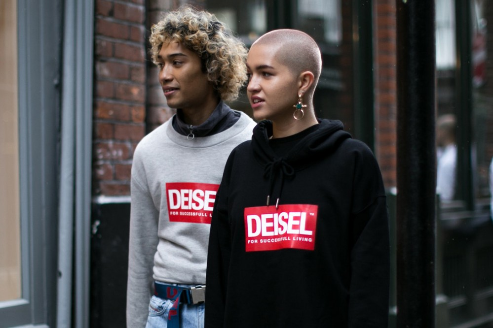 """Diesel, felpe con logo """"Deisel"""". L'ultima trovata di Diesel è un pop-up store della collezione """"Deisel"""" a Canal Street, New York. Vediamo il caso DEISEL e altri celebri falsi del mondo della moda! Foto via abovethesole.co.uk"""
