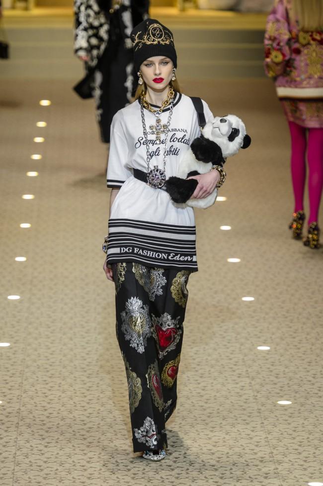 """Dolce & Gabbana Autunno Inverno 18-19 Milano Fashion Week, tendenze moda donna """"Sempre lodati gli abiti"""""""