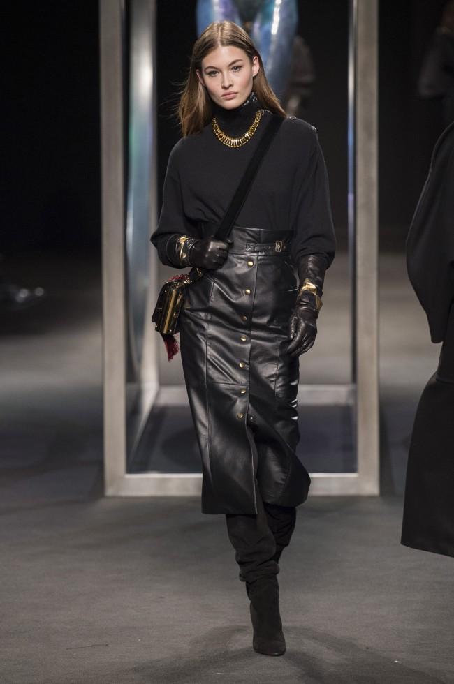 Alberta Ferretti Autunno Inverno 18-19 Milano Fashion Week, tendenze moda donna: gonna pencil skirt in pelle nera