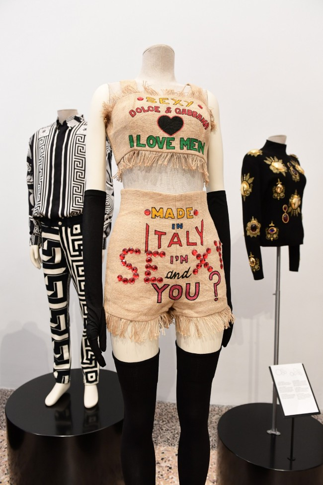 """""""Italiana: L'Italia vista dalla moda 1971-2001"""" è la mostra a Palazzo Reale di Milano. Fashion week MFW. © Miguel MEDINA AFP"""