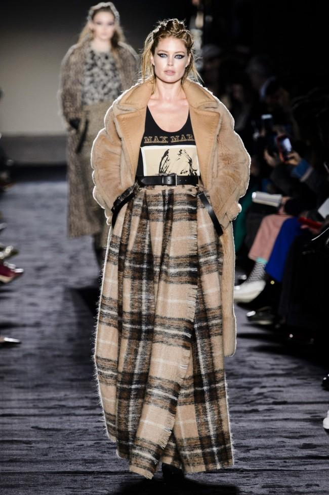 Max Mara Autunno Inverno 18-19 Milano Fashion Week, tendenze moda donna: gonna lunga in mohair scozzese
