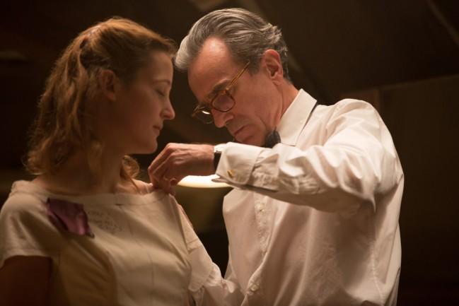Daniel Day-Lewis in Il filo nascosto, film candidato ai Premi Oscar come Miglior film