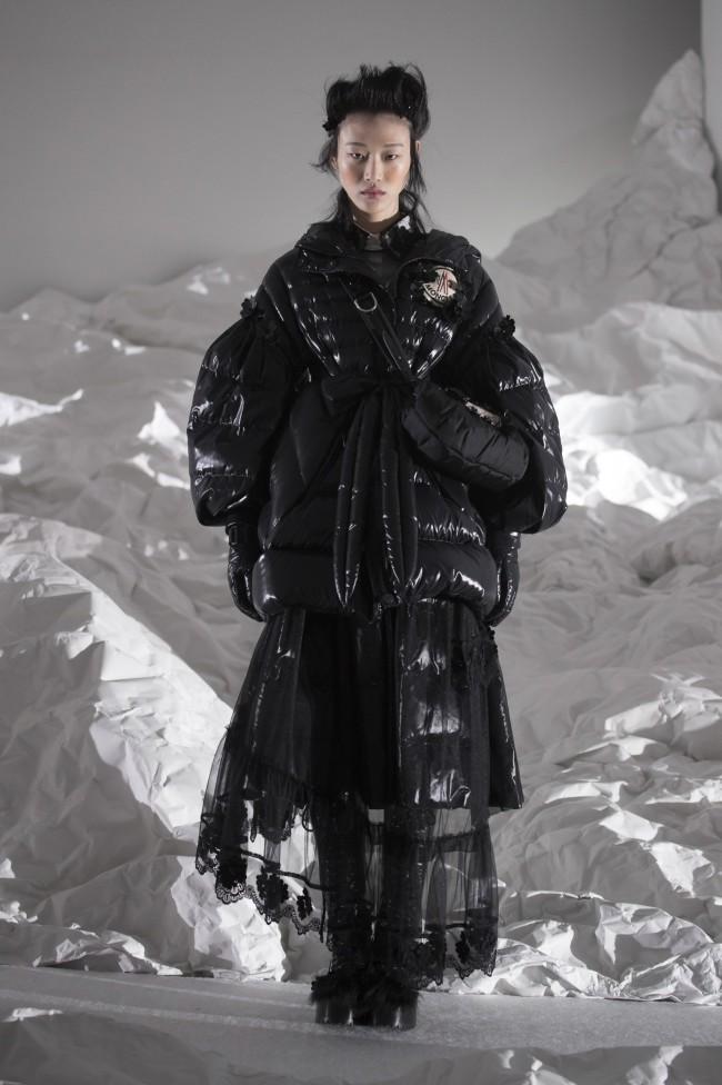 """Moncler Autunno Inverno 18-19 Milano Fashion Week by Simone Rocha, tendenze moda donna: il piumino. Progetto """"Genius"""""""