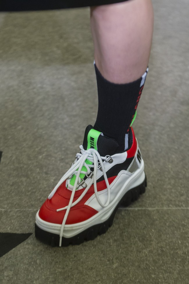 MSGM Autunno Inverno 18-19 Milano Fashion Week, tendenze moda donna. Chunky sneakers colorate