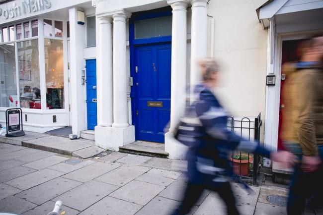 Il portone blu in Notting Hill, film ambientato a Londra di Roger Michell con Hugh Grant e Julia Roberts. Foto: Melina Souza