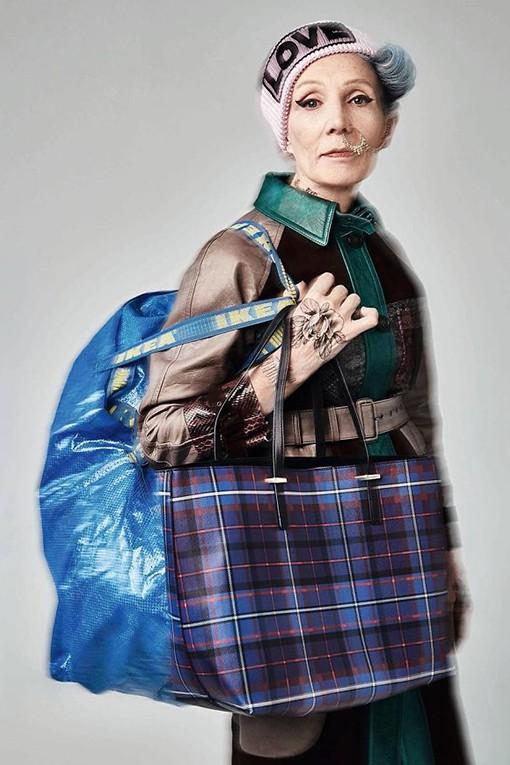 Oldushka è un'agenzia russa che seleziona solo modelli e modelle over 45 e promuove il fascino di volti segnati dal tempo. Irina, modella di 70 anni. In Style Russia October 2017. Foto: Danil Golovkin