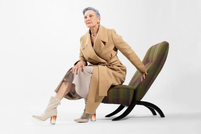 Oldushka è un'agenzia russa che seleziona solo modelli e modelle over 45 e promuove il fascino di volti segnati dal tempo. Ludmila, modella di 64 anni. AFISHA-GOROD / 2015