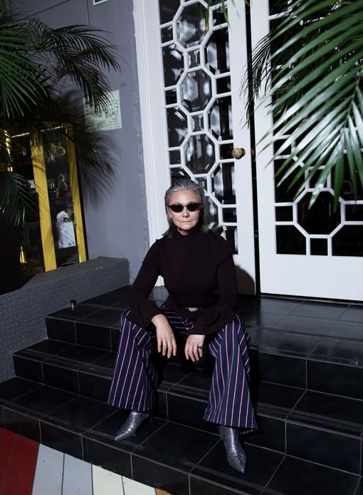 Oldushka è un'agenzia russa che seleziona solo modelli e modelle over 45 e promuove il fascino di volti segnati dal tempo. Venera, modella di 63 anni. SNC Magazine 2017. Foto: Vladimir Rotar