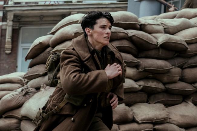 Fionn Whitehead in Dunkirk, film candidato ai Premi Oscar come Miglior film