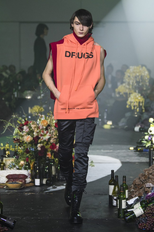 "Raf Simons Fall Winter 2018 moda uomo New York Fashion Week, ""Drugs"""