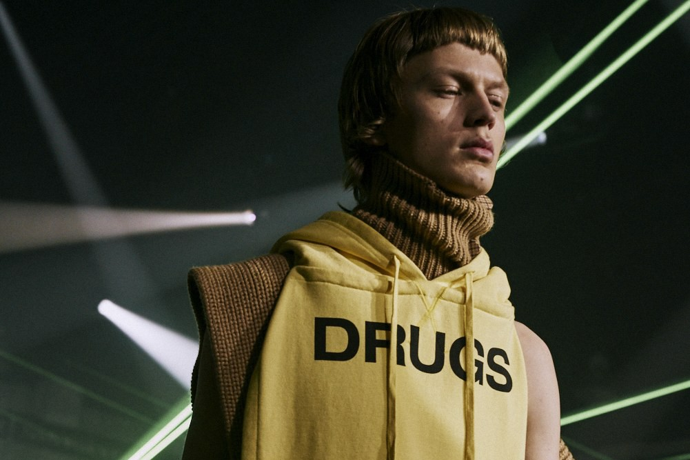 "Raf Simons Fall Winter 2018 moda uomo New York Fashion Week. ""Drugs"", Christiane F. - Noi i ragazzi dello zoo di Berlino"